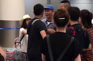 吴亦凡机场近照,整个人变得白白胖胖,有种扑面而来的笨重感