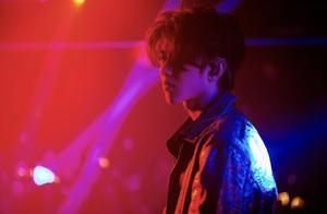"""演唱会上,蔡徐坤终于用这句话回应了所有的""""黑粉""""和""""黑遭遇"""""""