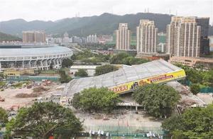 深圳体育馆拆除过程中突然坍塌 致4人被困,其中3人死亡