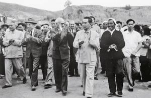 阿尔巴尼亚曾向中国提出大量援助要求,周恩来带其了解我国国情