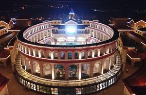 """航拍""""小欧洲"""",罗马广场,意大利风情建筑,夜景迷人,更醉人"""