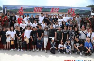 """赵本山现身《乡村爱情11》拍摄现场 T恤上""""全村的希望""""很抢眼"""