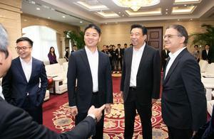 最新!刘强东回国后首次公开现身!外交部对此事作出回应