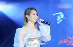 这才叫女神!徐怀钰现场再唱经典《我是女生》,依旧惊艳!