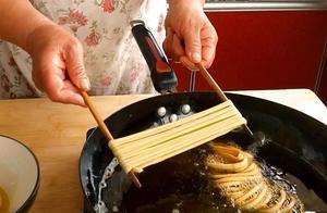 三分钟教你做河南特色炸馓子,配方比例都告诉你,香酥好吃真漂亮