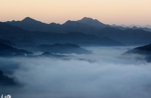 安徽黄山:古村落现壮丽的云海景观