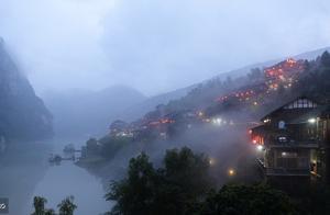 周末啦!去最受网民喜爱的十大古村镇之一的龚滩古镇看看吧。