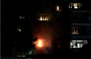 北京丰西北里社区一居民楼凌晨突发火灾 未造成人员伤亡