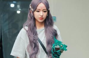 程潇为新剧染紫发,却被嘲模仿周洁琼,两人对比后差距很大