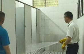 """局长被罚扫公厕:厕所革命不妨""""小题大做"""""""