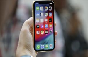 中国男子从香港买3千台假iphone,在美骗得千台真机销往国内入狱