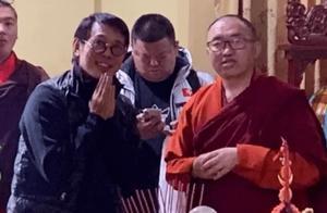 56岁李连杰低调现身寺庙,状态憔悴头皮屑好抢镜