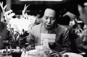 """两儿子被政府枪决,老同学进京找毛主席告""""御状"""",看主席怎么处理"""