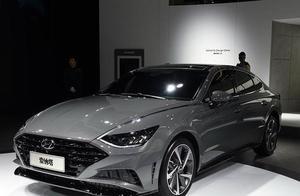 现代最美车型索纳塔10内饰曝光,电子换挡、双液晶屏,网友:必买