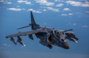 美军一架AV-8B战机坠毁 飞行员弹射逃生