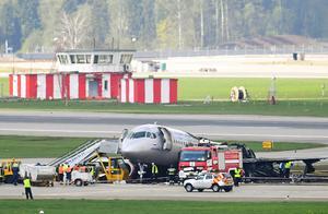 事故原因查明!闪电击中自驾系统,俄罗斯客机迫降起火