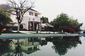 """贪官豪宅:仿""""水立方""""建会所 别墅群内置""""神坛"""""""