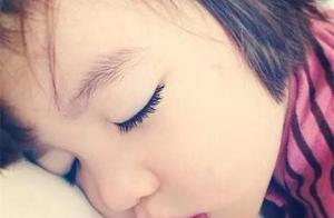 长期熬夜会影响孩子的生长发育,那你知道孩子应该几点睡呢?