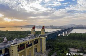 老牌网红南京长江大桥换新颜,外地牌照汽车不许上桥,电动车严管