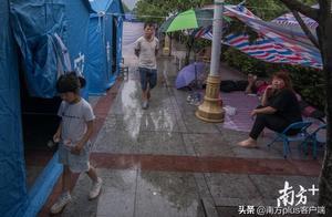 探访宜宾地震安置点:不缺水和面包,老人小孩优先使用帐篷