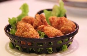 韩国炸鸡店每小时倒闭一家,最火的韩国炸鸡为啥都不好卖了?
