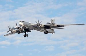 超低空飞跃美航母甲板挑衅,无奈一头扎进大海,8名成员当场死亡