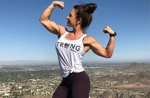 42岁大妈活出年轻人的魅力,坚持健身从肥胖到肌肉身材华丽转变