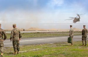 直升机突然起火迫降!40人死伤,美军最近一月代价不小