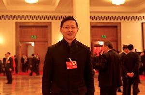 曾带中国移动上市,豪掷1380亿投资4家巨企,67岁的他叱咤投资界