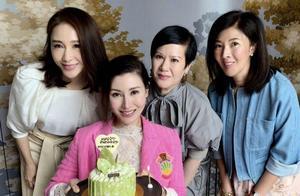 49岁李嘉欣庆生,黎姿为其拍照,香港豪门闺蜜圈两大美人再同框