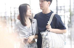 郑爽与男友张恒机场高调秀恩爱,狠撒狗粮,网友发现她嘴巴有疤痕