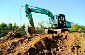下班了你们把挖掘们都是怎样停放的?