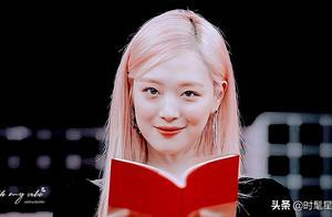 """雪莉粉色发色被赞""""人间水蜜桃"""",能驾驭夸张发色的爱豆还有哪些"""