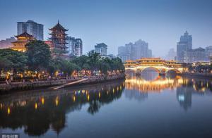 中国最火爆的城市:游客上亿却零差评,景点免费,夜生活很火热!