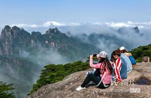 安徽黄山现云海美景