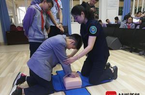 心脏骤停后黄金抢救时间只有4分钟 成都中学生实操心肺复苏技能