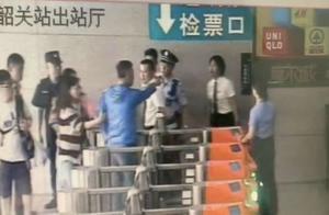 """男子""""买短乘长""""拒绝补票 辱骂推搡工作人员被拘5日"""