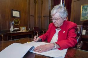 """州长签字!""""遭强暴及乱伦""""怀孕也不能堕胎"""