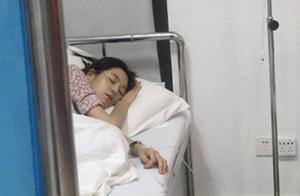 王媛可片场晕倒送医 一脸憔悴躺在病床打点滴