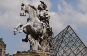 卢浮宫金字塔:贝聿铭与历史的挑战