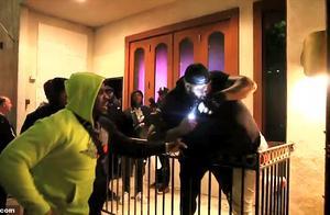 小伙请求与说唱歌手合影遭拒 被保安猛打受伤