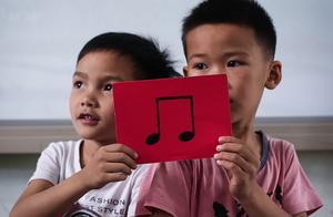 雪域童年 贵州山区小镇最后的村小:孩子们渴望走出大山远行