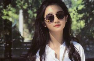 黄磊女儿多多染紫色头发,青春洋溢气质佳,超前打扮却遭质疑