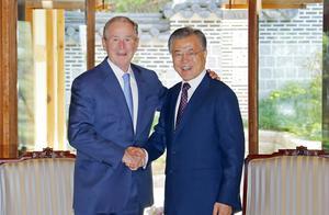 共同纪念卢武铉 韩总统文在寅会晤到访的美前总统小布什