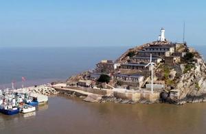 """王继才夫妇守了32年的孤岛,架起了发电""""大风车""""!丨荔直播"""