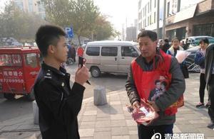 """青岛城管上街严查""""小传单""""乱发传单最少罚100元"""