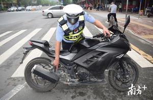 """梅州五华交警严查""""炸街党"""",2辆非法改装摩托车被扣"""