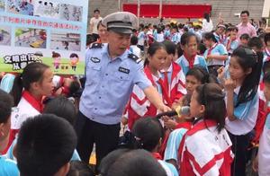 """六一儿童节,遂川交警与江铃希望学校齐聚一堂,干了件""""大事"""""""