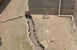 隔壁在施工,天马小区路面出现多处裂缝塌陷,修补过又开裂,业主很担心