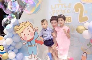 """金巧巧为2岁儿子办生日派对 一手抱一娃""""妈妈力""""爆棚"""